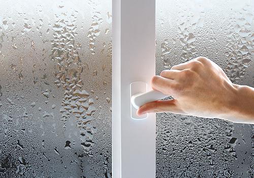 Причины появления и способы устранения конденсата на ПВХ окнах
